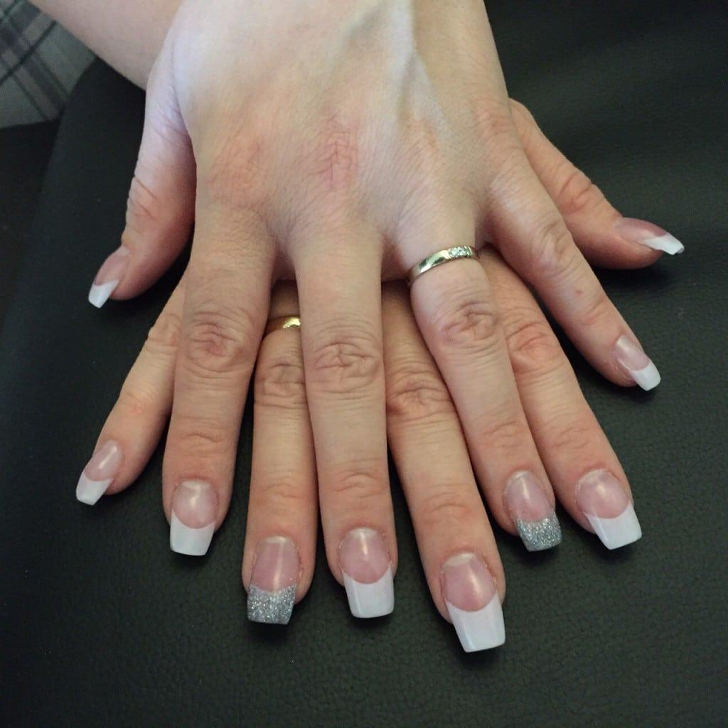 Acryl negler fra Velværeklinikken