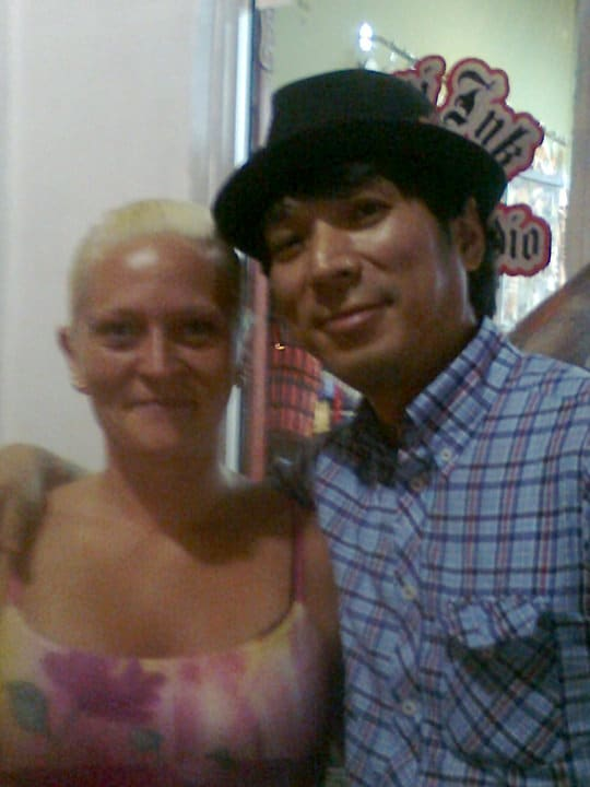 Meg og Yoji utenfor Miami Ink