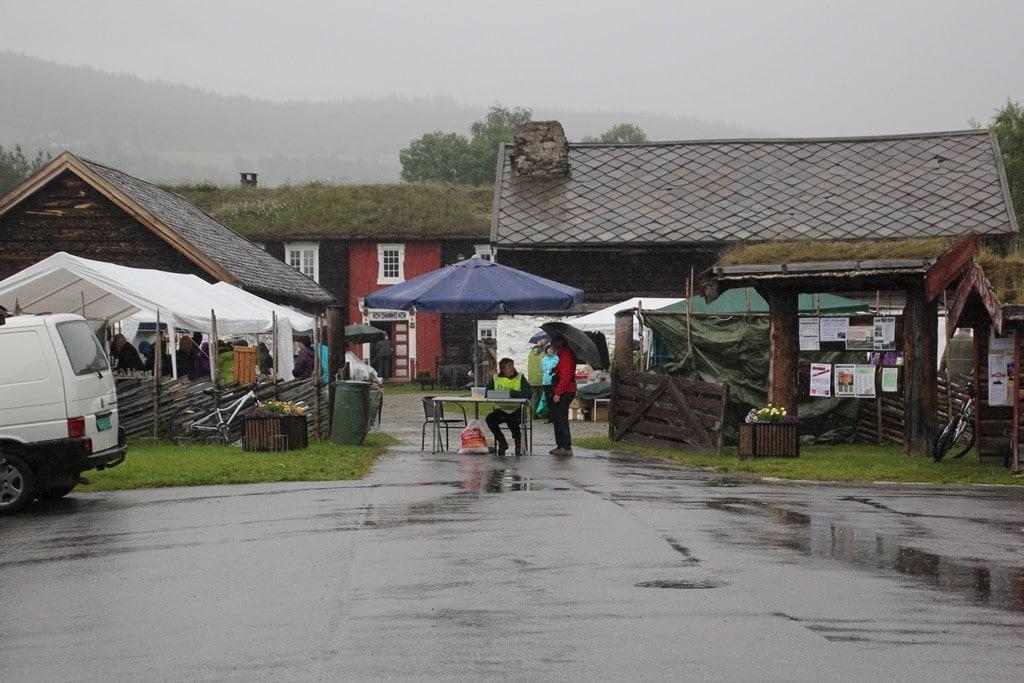Loppemarked på Dølmotunet