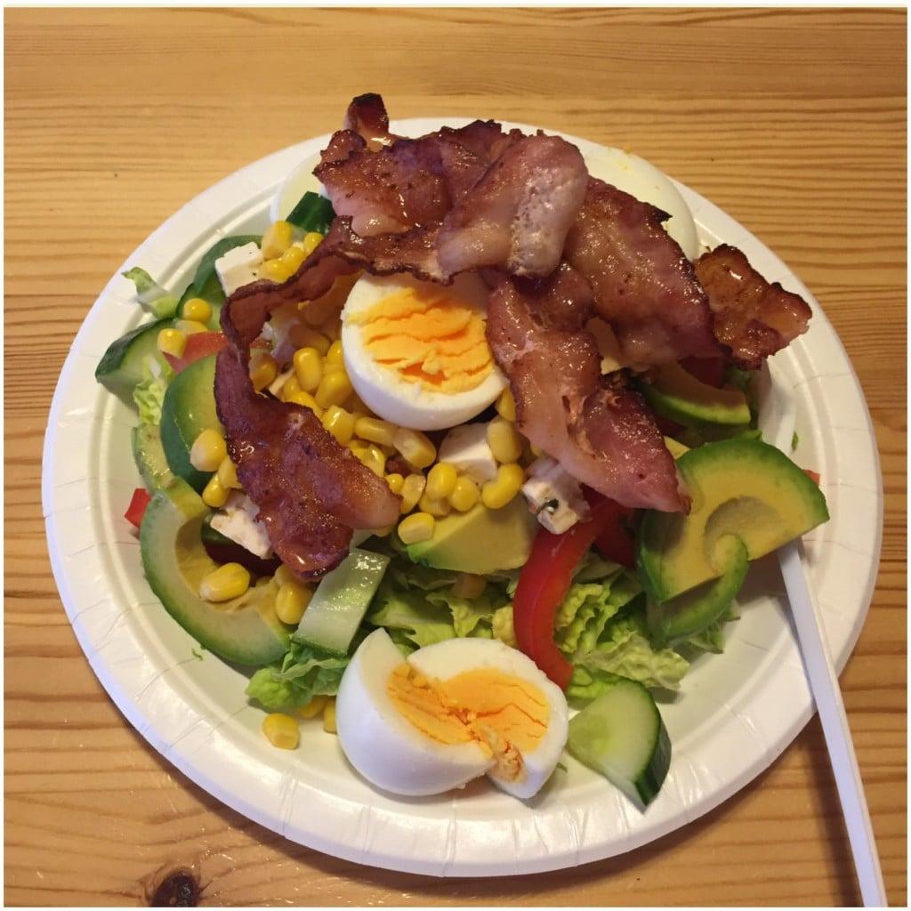 Avokado salat med egg og bacon